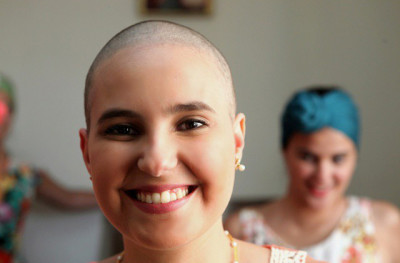"""""""Nunca deixei que o Câncer me tivesse. Criei várias estratégias para quebrar a cara do Linfoma de Hodgkin."""" Marcelle Costal"""
