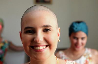 linfoma de Hodgkin-câncer osseo-quimioterapia-mulher-careca-sem cabelo- (2)